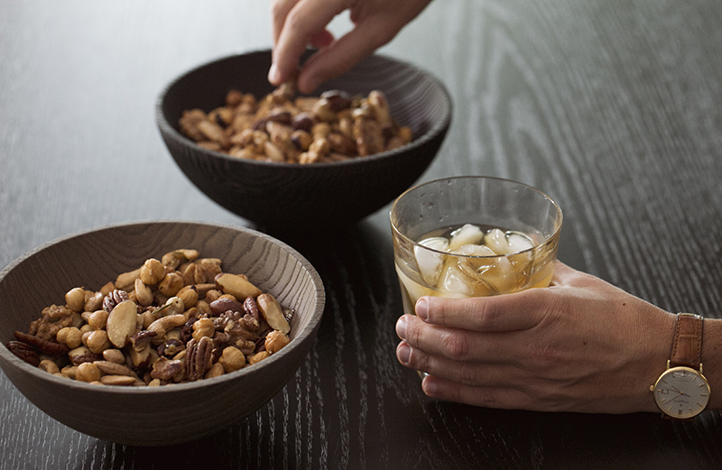 Warm and spicy bar nuts