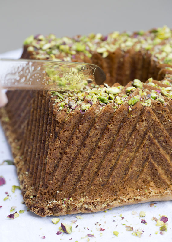 Lemon and pistachio cake