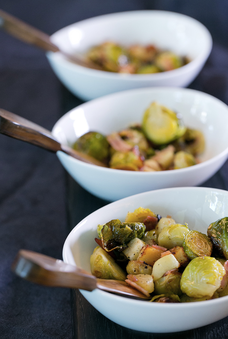 Caramelized Brussels sprouts with apples & bacon