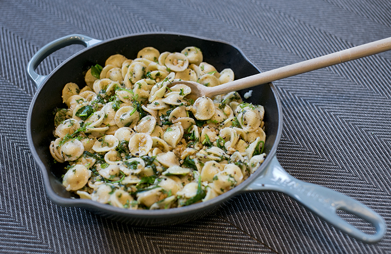 Pasta with spinach lemon & walnuts